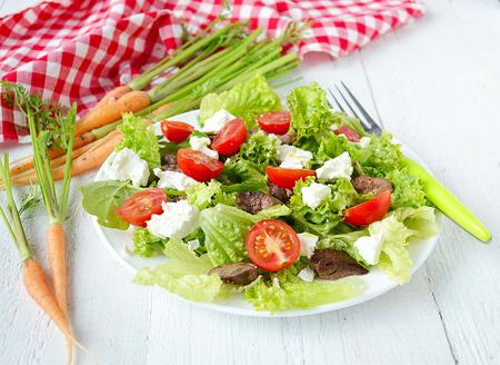 higado de pollo: ensalada con hígado de pollo. tomates cherry y queso feta
