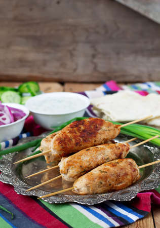 delirium: Chicken kebab with vegetables, sauce and pita
