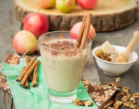 """pie de manzana: Smoothies """"tarta de manzana"""" con nueces y canela."""