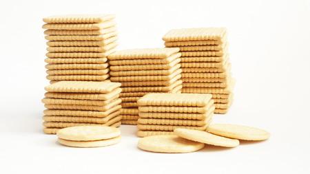 crackers: Galletas aislados en blanco