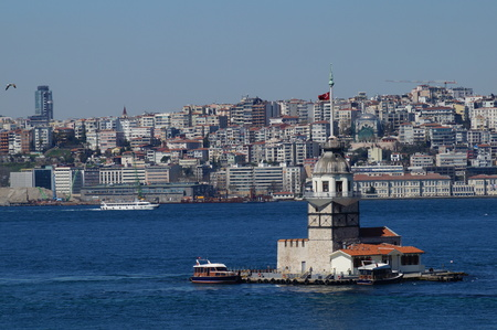 kz: Sea mike in the middle of the Bosphorus Strait in Istanbul