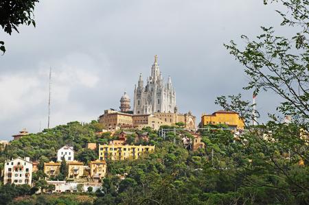 Glise du Saint-C?ur sur le mont Tibidabo à la périphérie de Barcelone. Banque d'images - 89342574