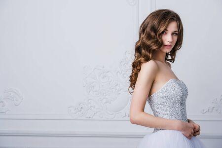 Portrait de la belle mariée. Robe de mariée. décoration de mariage