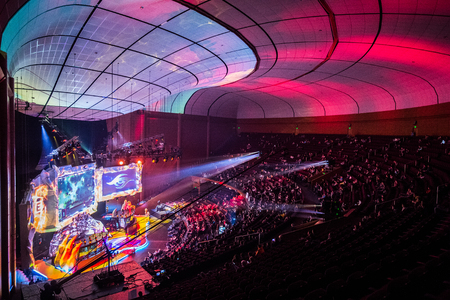 MOSCOW, RUSSIA - MAY 13 2016: EPICENTER MOSCOW Dota 2 cybersport event.  Main scene and auditorium 新闻类图片