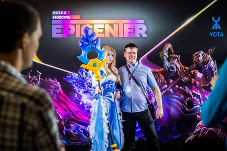 dire: MOSCOW, RUSSIA - MAY 13 2016: EPICENTER MOSCOW Dota 2 cybersport event. Cosplay of game heroes crystal maiden and juggernaut at the event background making photo with visitor