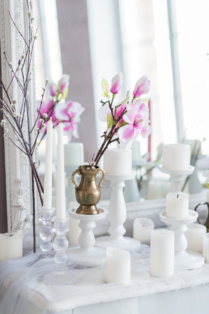 agave: Shabby chic home design. Beautiful decoration table with a candles, flowers in front of a mirror Foto de archivo