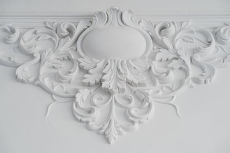 Luxe muur wit design bas reliëf met stucwerk lijstwerk roccoco