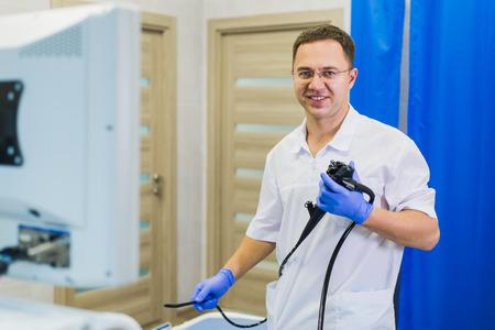 proctologist holding anoscope at hospital ward Stockfoto