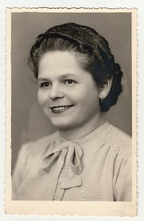 ZABREH NAD ODROU, LA REPUBBLICA CECOSLOVACCA - CIRCA 1940: foto d'epoca di una giovane donna Archivio Fotografico - 81399018