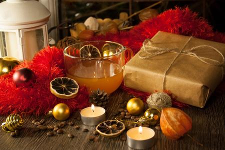 2018 nouvel an et fond de Noël. Étincelle neige magique. Joyeux Noël. Jouets d'arbre de Noël. Coffret Noël Mise au point sélective. Rétro Banque d'images - 82745730
