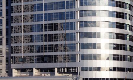 Gratte-ciel à Tel-Aviv, Israël. Fond de la ville moderne Corporation, tonifiant. Reflet. Technologie de finance d'entreprise. Banque d'images - 91335396