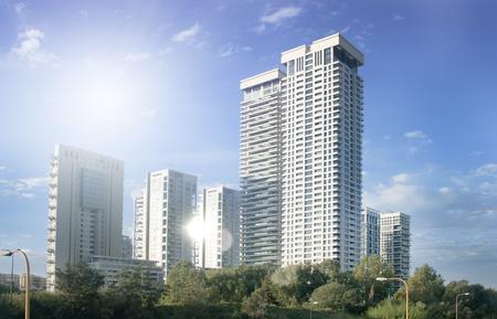 Gratte-ciel à Tel-Aviv, Israël. Fond d'architecture de ville moderne, tonifiant. Reflet. Affaires, finance, technologie. Banque d'images - 91344363