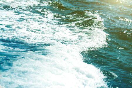 Photo d'été de la mer, de l'océan et des îles en arrière-plan. Île tropicale. Vacances de loisirs en été. Banque d'images - 91344667