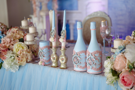 tenderly: Wedding decorated table with candles and champagne in the tenderly light blue style Stock Photo