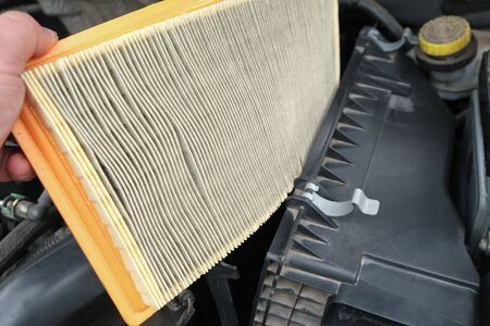 Vehicle maintenance, replacing worn dirty Intake air filter, car servicing and repair engine procedure Stockfoto