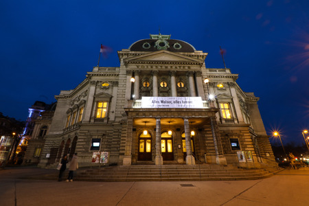 bourgeoisie: National Theater in Vienna