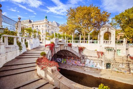"""Herbst im Stadtpark """"City Park"""" in Wien, Österreich Standard-Bild - 88164344"""