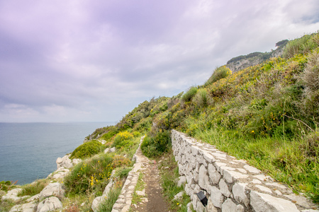 The path of the small fortresses in Anacapri on the island of Capri, Italy Imagens - 109439001