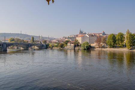 Dvorakovo nabrezi Dvo??k quay in Prague, Czech Republic Imagens
