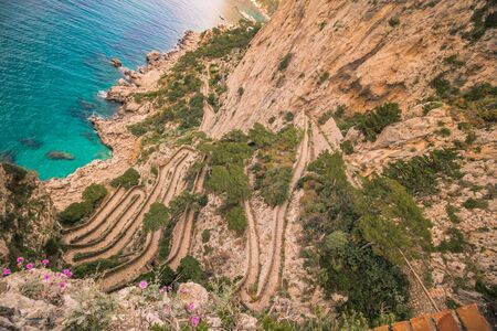 Serpentine path Via Krupp in Capri, Italy Imagens - 128422454