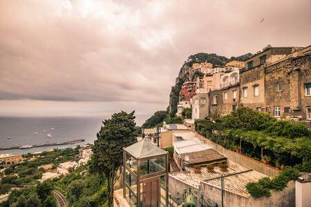 The famous Piazzetta in the center of Capri, Italy Standard-Bild - 128839338
