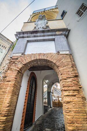 The famous Piazzetta in the center of Capri, Italy Standard-Bild - 128839414