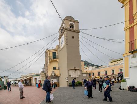 The famous Piazzetta in the center of Capri, Italy Standard-Bild - 128836959