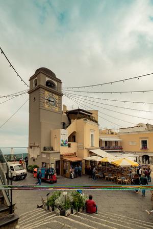 The famous Piazzetta in the center of Capri, Italy Standard-Bild - 128836967