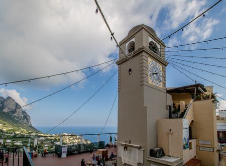The famous Piazzetta in the center of Capri, Italy Standard-Bild - 128836980