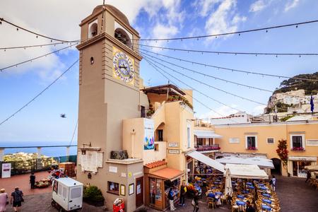 The famous Piazzetta in the center of Capri, Italy Standard-Bild - 128836982