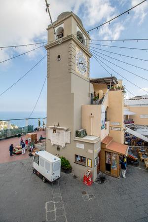 The famous Piazzetta in the center of Capri, Italy Standard-Bild - 128836981