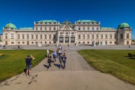 Palace garden of Belvedere in Vienna, Austria Standard-Bild - 128837010