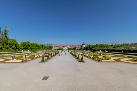 Palace garden of Belvedere in Vienna, Austria Standard-Bild - 128837013