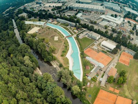 The outdoor swimming pool Riviera in Brno from above, Czech Republic Imagens - 132053891