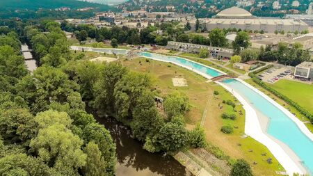 The outdoor swimming pool Riviera in Brno from above, Czech Republic Standard-Bild - 132053115