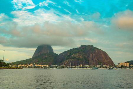 Sugar Loaf Mountain in Summer, Rio de Janeiro, Brazil Standard-Bild - 144797538