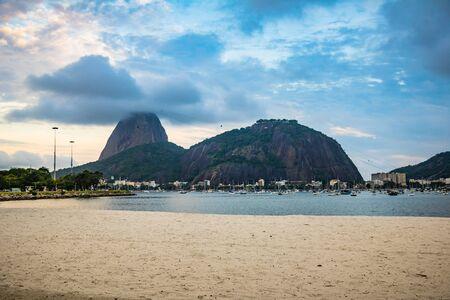 Sugar Loaf Mountain in Summer, Rio de Janeiro, Brazil Standard-Bild - 144797540