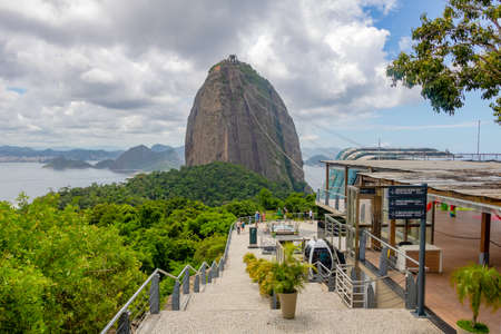 Sugar Loaf Mountain in Summer, Rio de Janeiro, Brazil Standard-Bild - 144817783