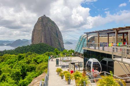 Sugar Loaf Mountain in Summer, Rio de Janeiro, Brazil Standard-Bild - 144817785
