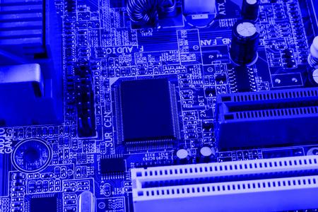 transistor: Ranura de conector PCI en macro de PC de placa base.