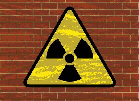 radiactividad: radiactividad del tr�bol signo de la ilustraci�n vectorial de la pared de ladrillo del grunge