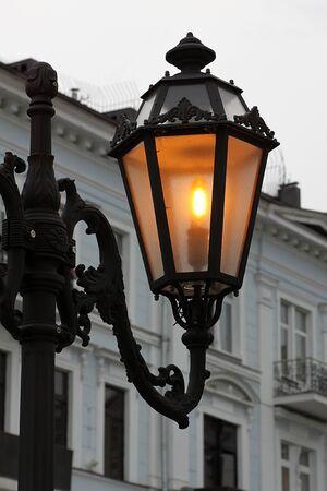 alight: Close up di strada lampada accesa a Odessa, Ucraina Archivio Fotografico