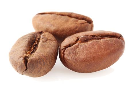 grains of coffee: foto macro de tres granos de caf�