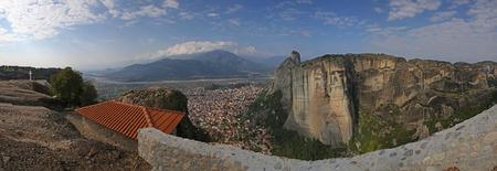 kalabaka: panoramic view on Kalabaka from the Holy Trinity Monastery in Meteora Stock Photo