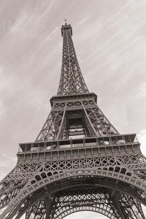 セピア色のパリのエッフェル塔 写真素材