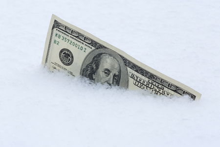 one hundred dollars banknote in snow Standard-Bild