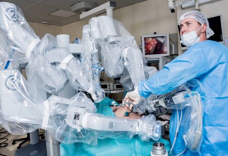 Modern surgical system. Medical robot. Minimally invasive robotic surgery. 版權商用圖片