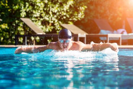 Young athletic man swimming in the swimming pool Reklamní fotografie