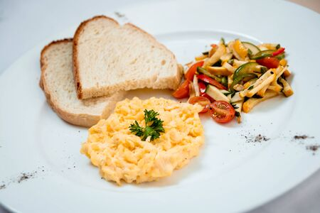 Fresh salad on the white plate. Restaurant. 版權商用圖片
