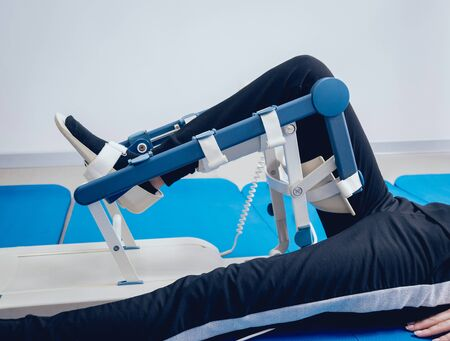 Patient on CPM machines. Continuous passive range of motion. Device to provide anatomically correct motion to both the ankle and subtalar joints. Foot's rehabilitation after injured Stock fotó